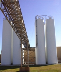 Silos Storage Tanks storing Plastic Pellets, Polyester, Polycarbonate, Polypropylene, Polyethylene, Nylon, PVC, ABS, PET, Wheat Flour, Soy Flour, Gluten Free, Corn Flour, Semolina, Tortilla, Lime, Limestone, Hydrated Lime, Pebble Lime, Calcium Carbonate, Caco3, Gypsum, Sugar, Starch, Gelatin, Corn Meal, DDG's, Seed, Soda Ash, Caustic Soda, Sodium Hydroxide, Fly Ash, Fertilizer, Kaolin Clay for the powder bulk solids industries